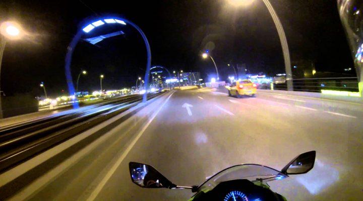 O plimbare cu motorul noaptea prin Bucuresti
