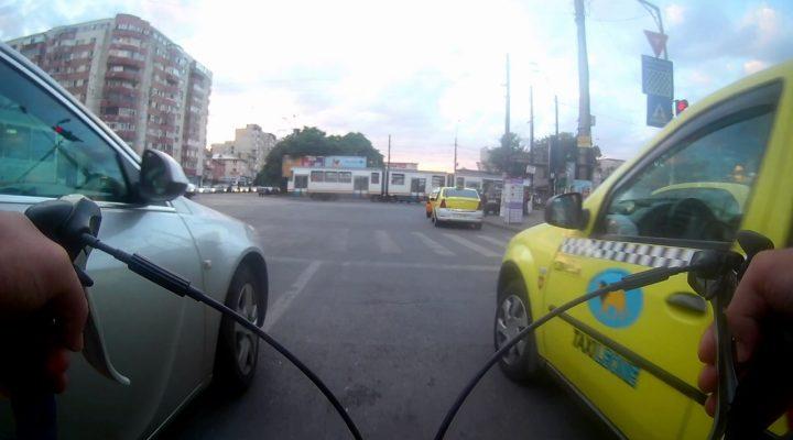 Intamplari din trafic #3 – Pietoni, biciclisti si un grabit!