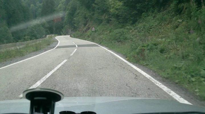Aproape accident cu un motociclist pe Transalpina