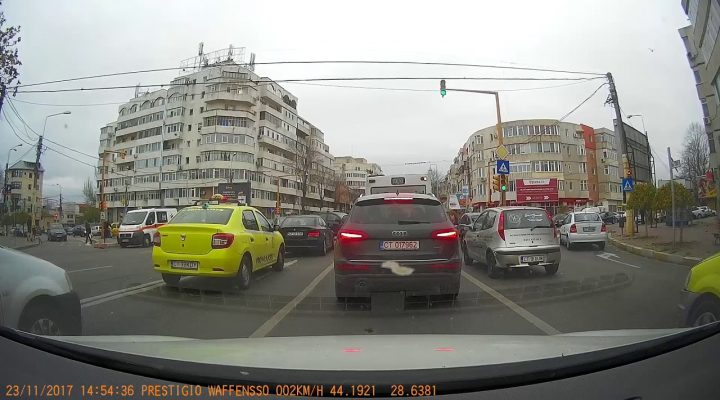 Manevra blanao la semafor.