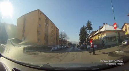 Vehicul sub acoperire
