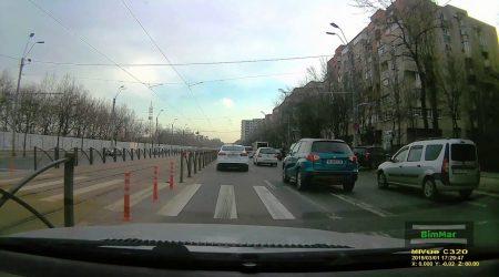 Nici gardul nu-i opreste sa se faca tramvai