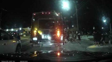 Au blocat strada ca sa … dea din fund! Cu politia de fata.
