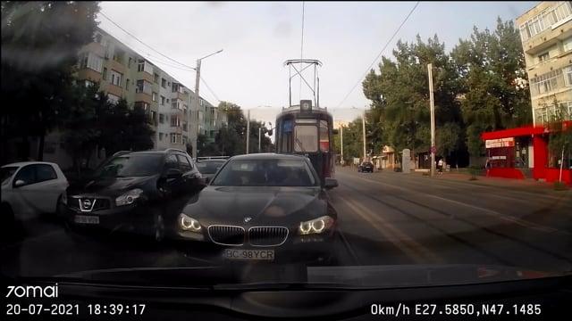 Cocalar cu BMW sicaneaza + semne obscene